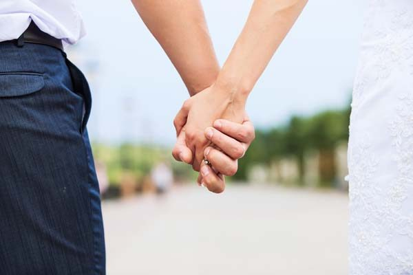 wedding-photo-of-married-couple-holding-hands